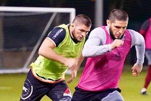Khabib gây choáng với pha bứt tốc kinh hoàng trên sân bóng, bỏ xa cầu thủ đối phương
