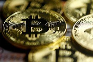 Giá Bitcoin trượt dốc không phanh