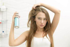 Mẹo dùng dầu gội khô để có mái tóc bồng bềnh