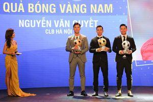 Vượt qua cặp trung vệ Viettel, Văn Quyết giành danh hiệu Quả bóng vàng Việt Nam năm 2020