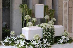 Người Nhật tiễn người đã khuất bằng hoa tươi theo cách cực kỳ lộng lẫy