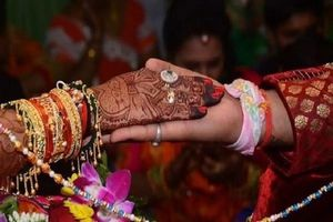 Chú rể bỏ trốn ngay trước hôn lễ, cô dâu ra quyết định bất ngờ trong ngày cưới