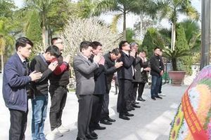 Đoàn công tác VKSND tối cao dâng hương tại Nghĩa trang Liệt sĩ quốc gia Vị Xuyên