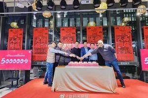 Xiaomi bán hơn 500.000 chiếc Mi 11 trong đợt mở bán đầu tiên