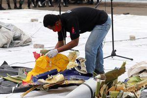 Vụ máy bay rơi ở Indonesia: Tìm thấy 40 túi đựng mảnh vỡ, nhiều túi thi thể