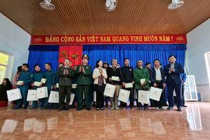 Trưởng Ban Dân vận Trung ương Trương Thị Mai thăm, tặng quà cho nhân dân Trà Leng