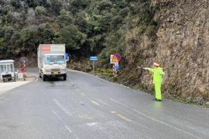 Lào Cai: Tuyết tan trên QL4D, dỡ lệnh cấm xe lưu thông