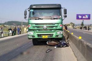 Nghệ An: Vượt xe tải trên QL1, một phụ nữ bị cán tử vong