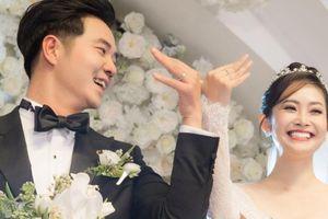 Vợ chồng Công Lý - Ngọc Hà cùng Thụy Vân đến chúc phúc cho MC Thùy Linh
