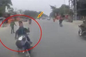 Tin tức tai nạn giao thông nổi bật ngày 12/1: Lạng lách né cảnh sát, hai thanh niên tông thẳng vào ô tô tải