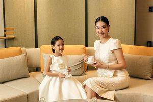 Hoa hậu Hà Kiều Anh khoe con gái kiều diễm