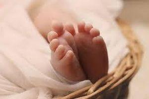 Vụ nữ sinh lớp 7 sinh con: Người đàn ông nhận là cha của đứa bé
