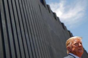 Một tuần trước khi rời nhiệm sở, ông Trump thăm 'di sản' lớn nhất nhiệm kỳ