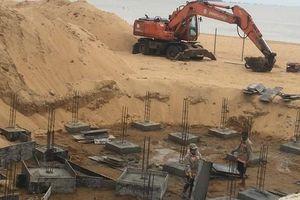 Hàng chục trụ móng xây trái phép trên bờ biển Quy Nhơn