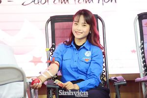 Nữ sinh 'Sao Tháng Giêng' tham gia hiến máu tình nguyện vì cộng đồng