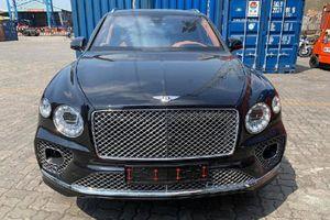 Bentley Bentayga V8 2021 cả chục tỷ đồng 'cập bến' Việt Nam