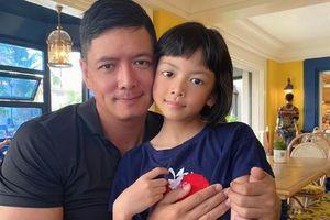 Con gái út giống Bình Minh như đúc, ngày càng xinh đẹp