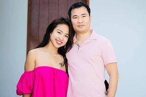 MC Vân Hugo khoe vẻ gợi cảm bên chồng sắp cưới