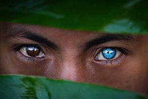 Bộ tộc có đôi mắt xanh hiếm lạ ở Indonesia