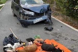 Cẩu tặc hung hãn dùng ô tô tông thẳng vào xe công an