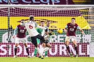 Pogba tỏa sáng, Man United chính thức vươn lên vị trí số 1