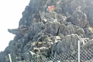 Tạm thời cấm du khách 'check-in' ở 'mỏm đá tử thần' Hà Giang
