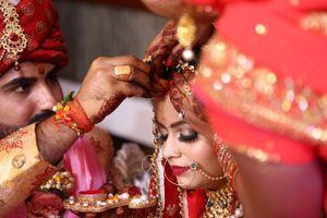 Dân mạng chỉ trích chú rể bỏ trốn trong đám cưới khiến cô dâu lấy luôn khách dự
