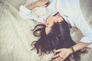 8 lợi ích của việc ngủ không dùng gối đối với sức khỏe