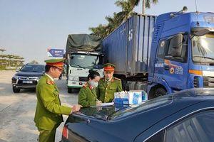 Công an tỉnh Hải Dương phát hiện 14 xe container chở 300 tấn hàng lậu