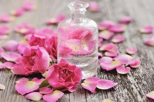 Tự nấu nước hoa hồng tại nhà ai cũng làm được