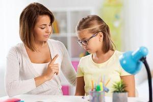 Học với mẹ, con cảm thấy như bị 'tra tấn'