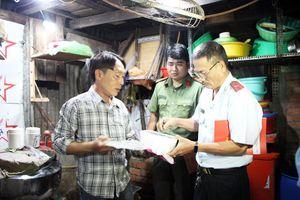 Ra quân kiểm tra chất lượng an toàn thực phẩm nông lâm thủy sản ở TP. Châu Đốc