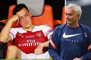 Mesut Ozil cạnh khóe Tottenham, Jose Mourinho đáp trả 'cực gắt'
