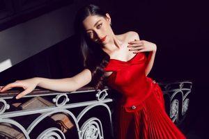Hoa hậu Lương Thùy Linh yêu kiều trong BST 'Classique' của NTK Đỗ Long.