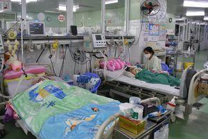 Nhiệt độ xuống thấp đột ngột, nhiều ca bệnh nhi nhập viện