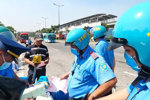 Gần tết xe dù lại rầm rộ, thanh tra vào cuộc xử phạt mạnh