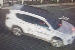 Vụ xe ô tô tông người phụ nữ đi xe đạp rồi bỏ trốn: Camera an ninh ghi được gì?