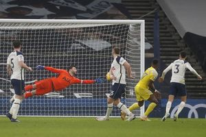 Mourinho tính toán sai, Tottenham hòa thất vọng