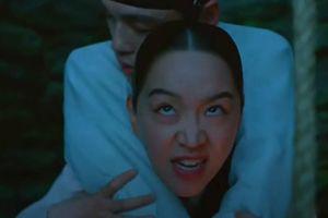 'Mr. Queen': Shin Hye Sun cõng chồng ra khỏi giếng, nữ nhân của hoàng thượng đương nhiên phải khác