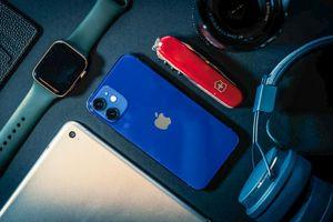 Loạt iPhone, đồng hồ Apple Watch giảm giá sâu dịp cận Tết