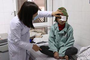 Bị hỏng cả 2 mắt do không điều trị đục thủy tinh thể kịp thời