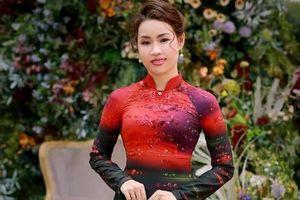 NTK Cẩm Minh tự làm mẫu áo dài do mình thiết kế
