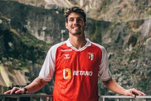 Tiền vệ người Brazil khoác áo 9 CLB sau gần 10 năm ở châu Âu