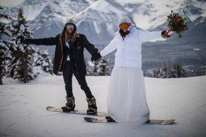 Đôi trẻ làm đám cưới ở khu trượt tuyết -25 độ C vì dịch