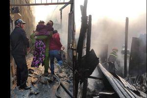 Kịp thời cứu nhiều người mắc kẹt trong đám cháy ở Lĩnh Nam