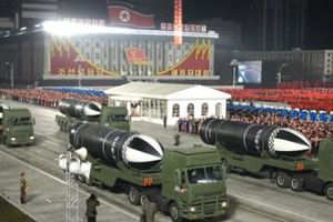 Triều Tiên 'khoe' tên lửa mới trong lễ duyệt binh mừng kết thúc Đại hội Đảng
