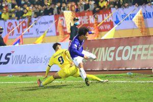 Khởi tranh V-League 2021: Hà Nội bước hụt 'ngỡ ngàng' trước Nam Định