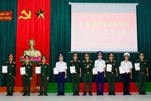 Trường Trung cấp Kỹ thuật Miền Trung, bế giảng khóa 61 lái xe ô tô quân sự hạng C