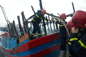 Cháy tàu cá ở Quảng Ngãi, thiệt hại gần 4 tỷ đồng