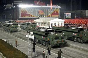 'Vũ khí mạnh nhất thế giới' được Triều Tiên phô diễn trong lễ duyệt binh